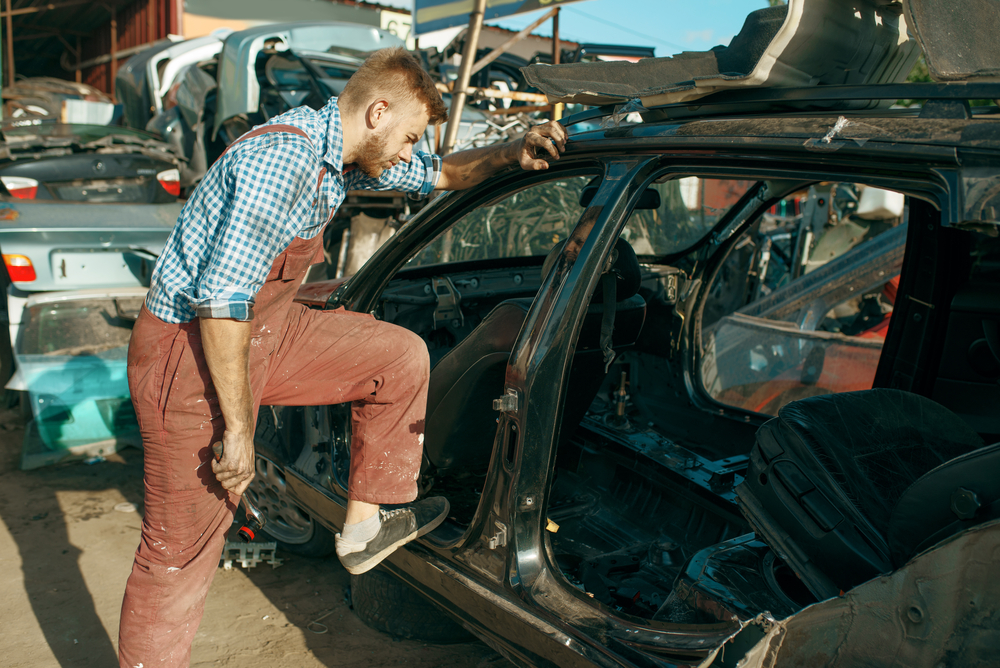 3 Common Ways to Get Rid of an Old Car - Auto Scrappers